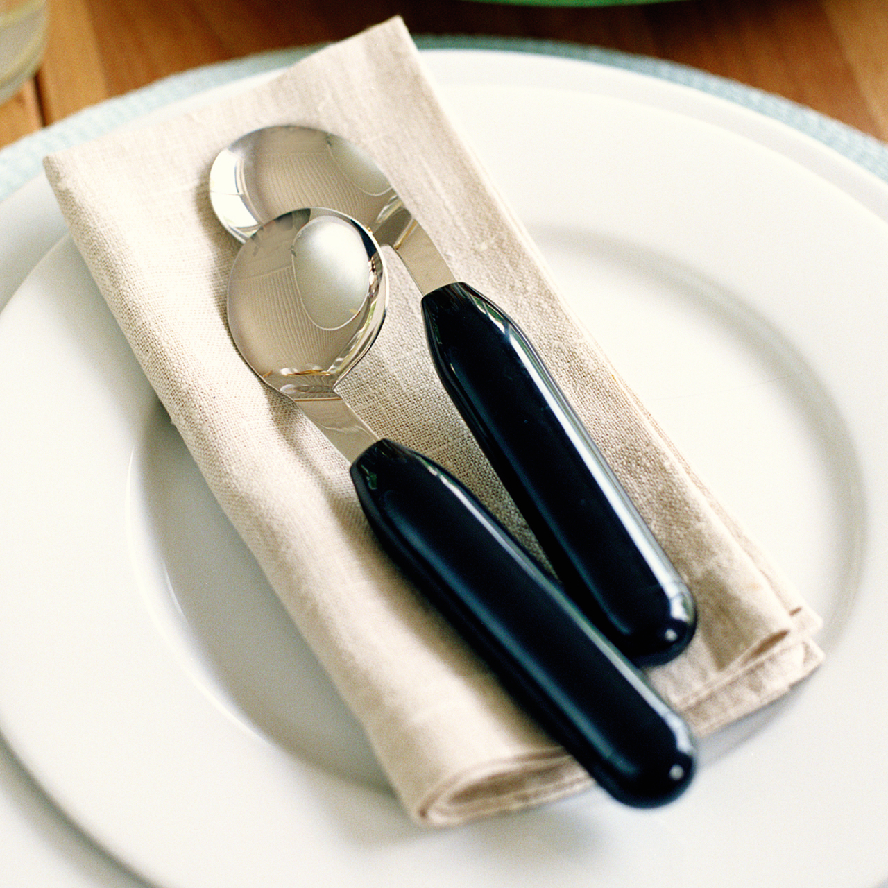 The angled spoons are available for both right-handed and left-handed use.