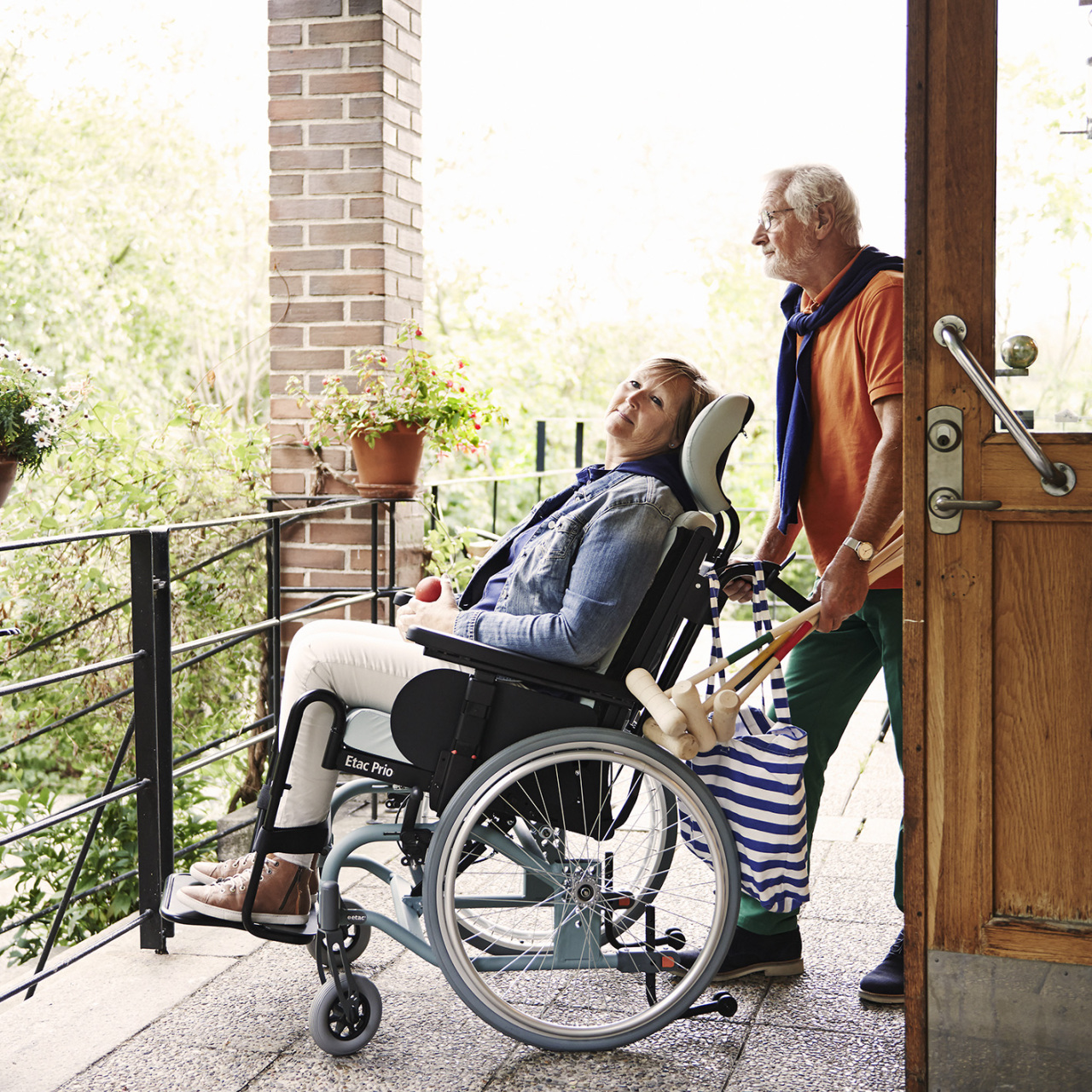 Etac Prio wheelchair is easy to push and turn thanks to its neat design.