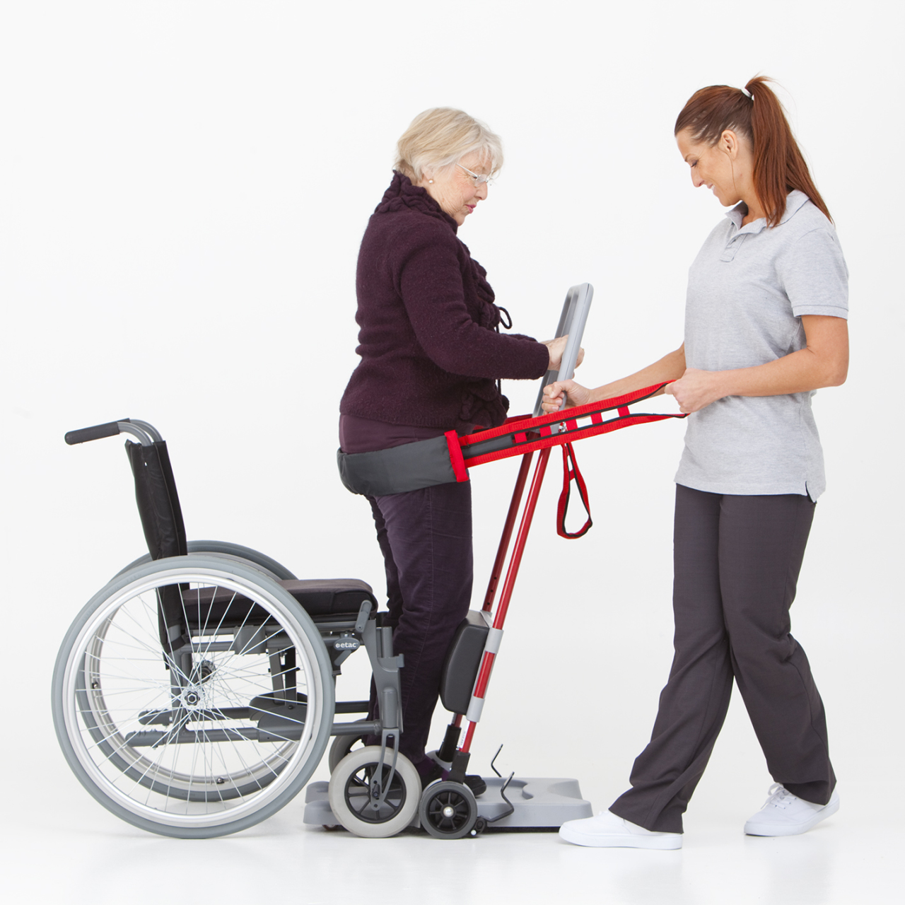 The user can be assisted by one or two caregivers using the Raiser Strap+.